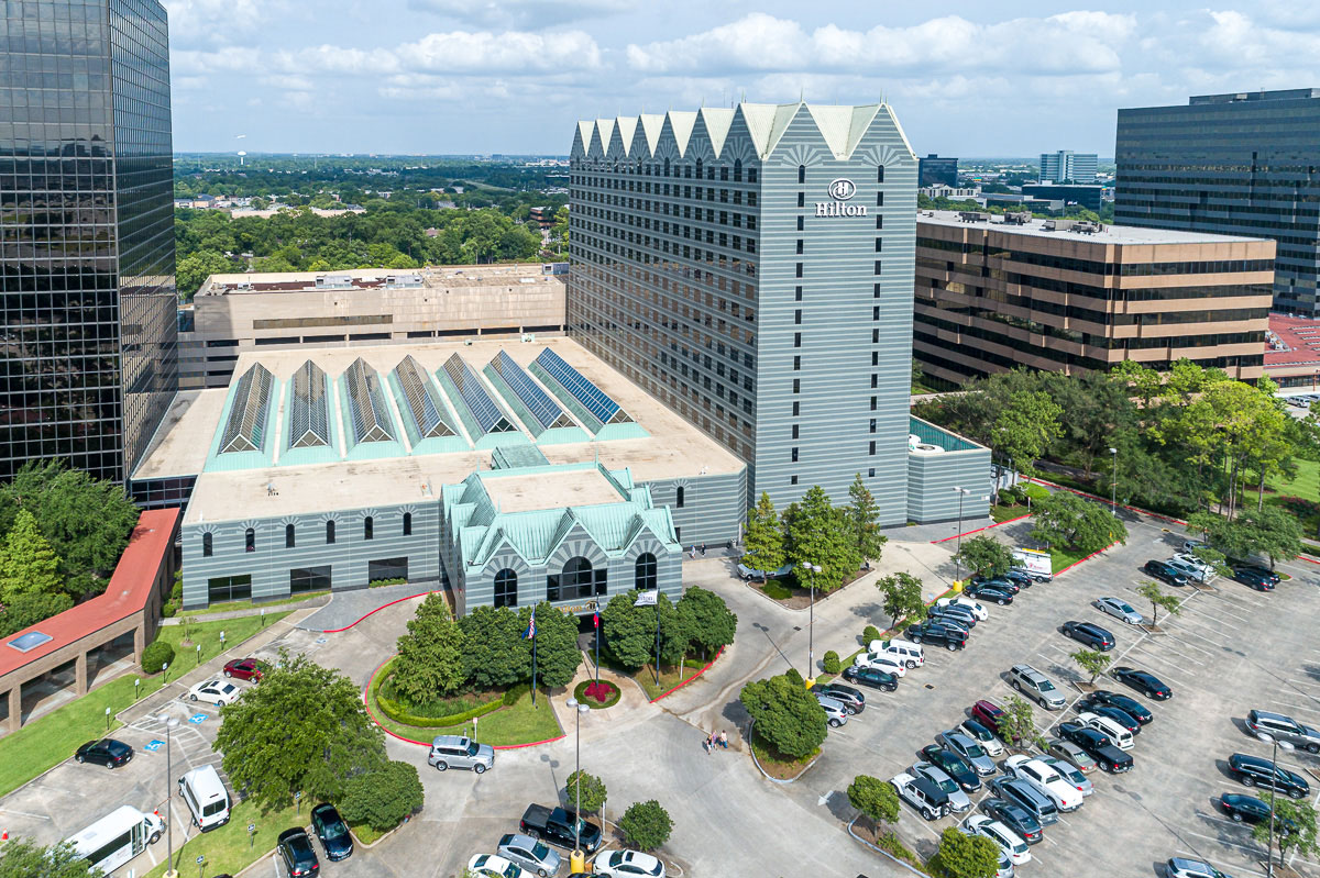 Aerial photo of Hilton hotel near Houston, Texas